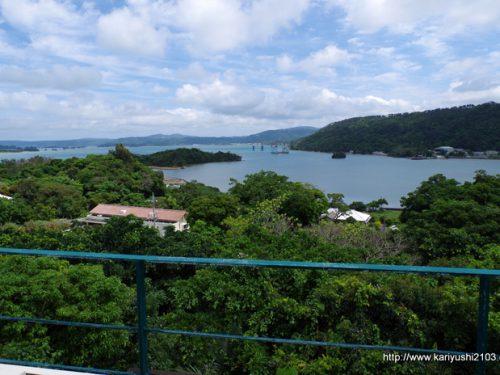 湧川マリーナを見下ろす高台の邸宅