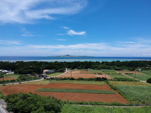 伊江島を望む備瀬の高台