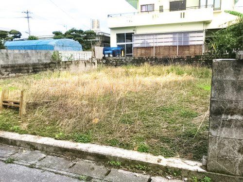 恩納村の緑豊かな住宅街の土地